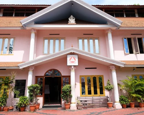 Sivananda Vedanta Yoga Center Outside (2)